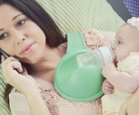 hands-free-baby-bottle-holder-alt-one-640x533