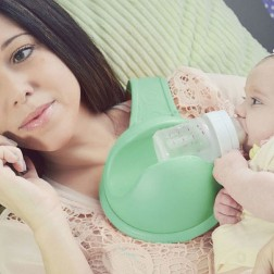 hands-free-baby-bottle-holder-alt-one-640x533